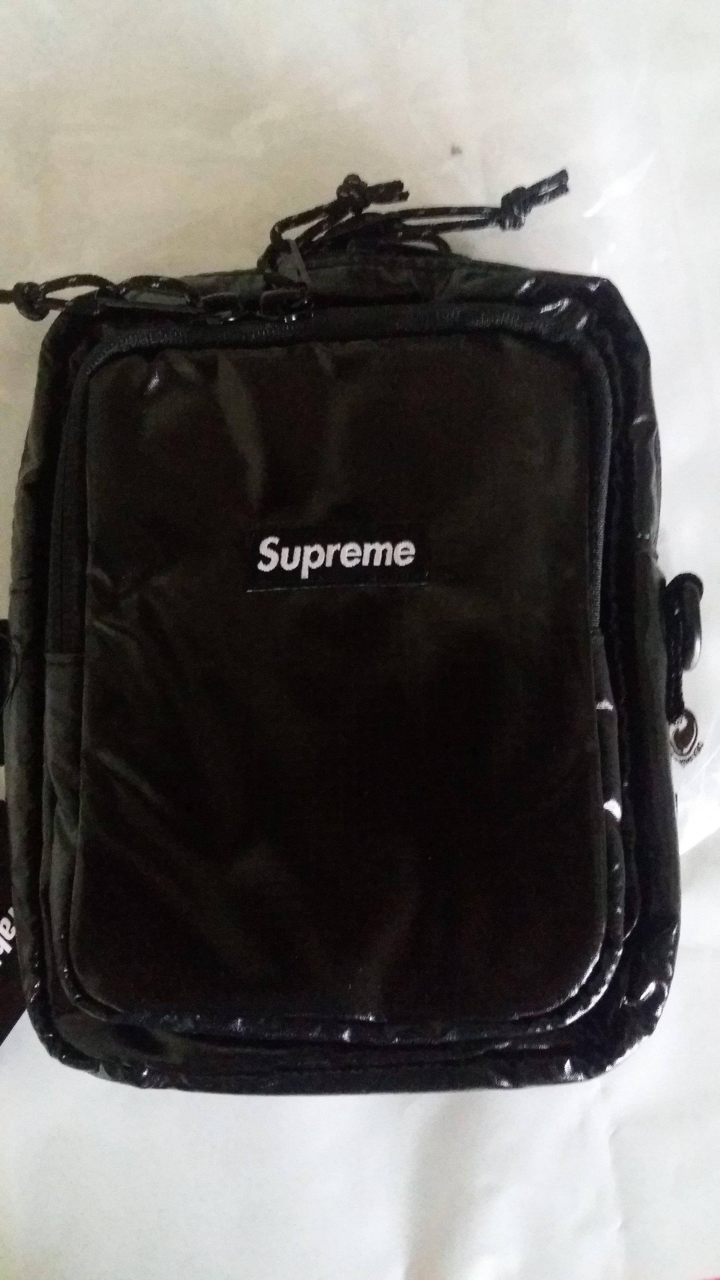 metà fuori cb655 45a1b borsello Supreme - Meetapp